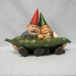 GNOME COUPLE HOLDING LEAF BIRDBATH