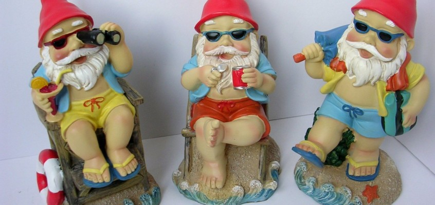 3 GNOMES ON A TROPICAL BEACH VACATION