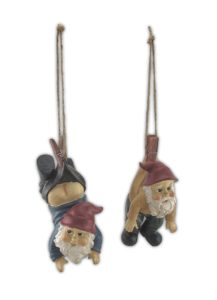 garden-gnomes-dangling-from-clothes-pins